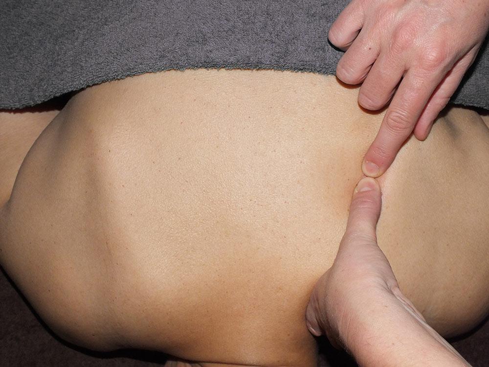 Bowen Therapie aan de rug/schouderblad (3) - Senang